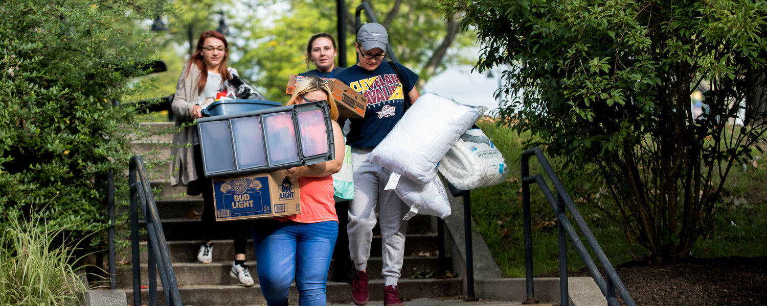 Students have their arms full as they move in to their new residence halls.