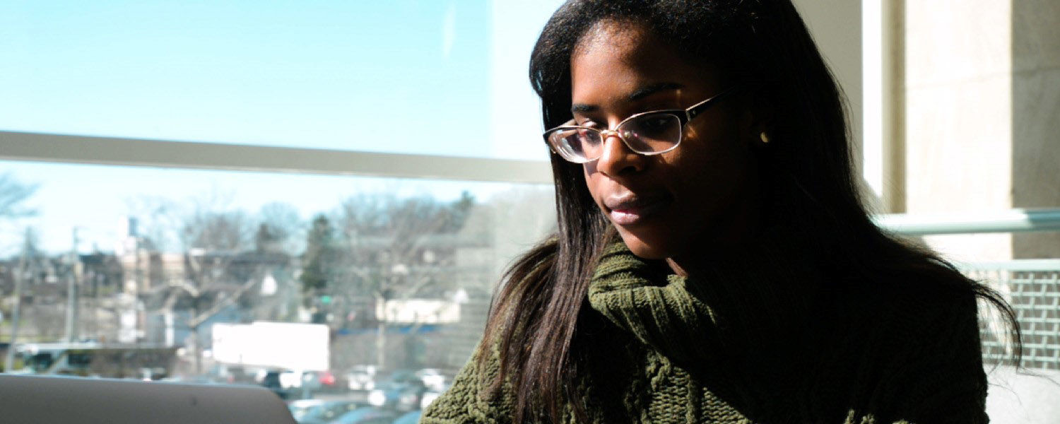 Amari Thomas, a fashion merchandising major at Kent State University, studies in Rockwell Hall.