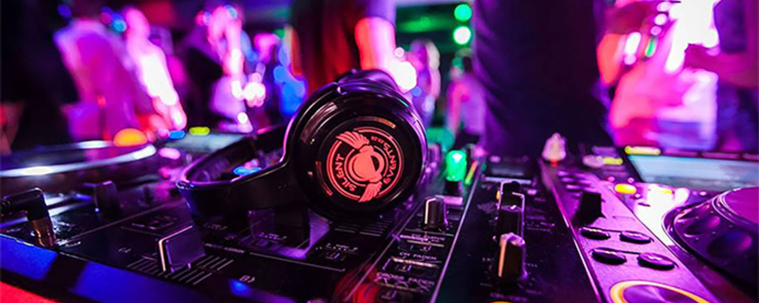 Silent Events puts on a Silent Disco at Fun in the Sun event.