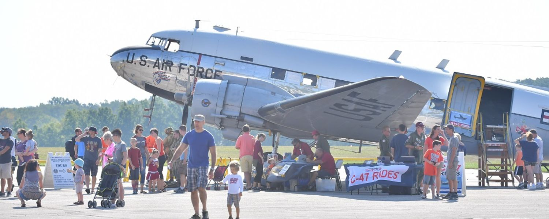 photo 2016 Aero Fair US Air Force aircraft and attendees
