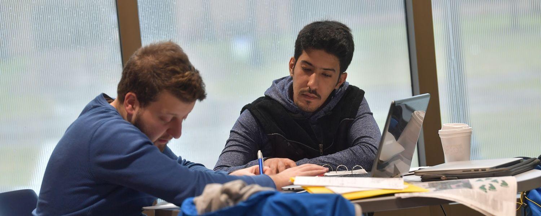 photo CAE peer tutoring