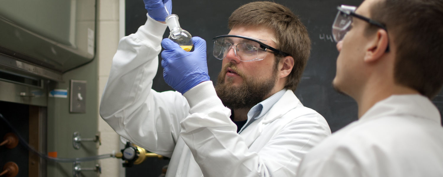 A faculty member helps an undergraduate student in a research laboratory.