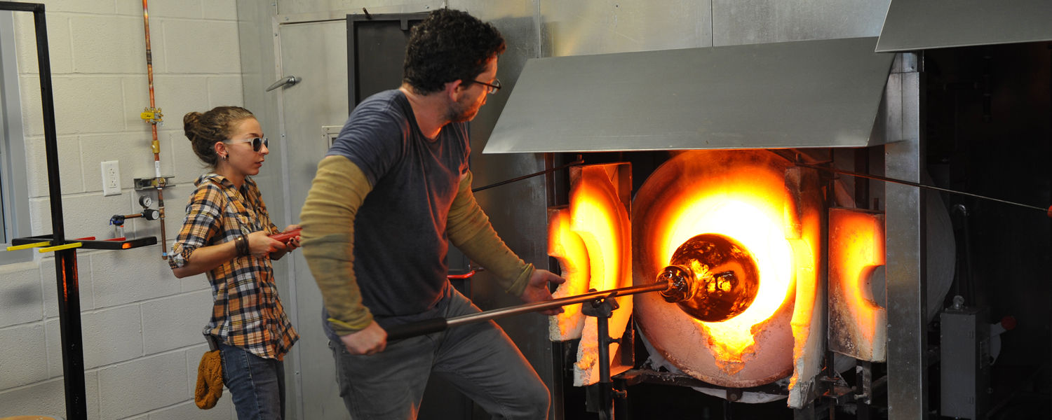 Glass blowing in the glass studio