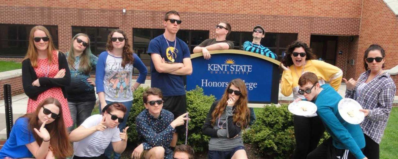 Freshman Honors Colloquium Students in Sunglasses