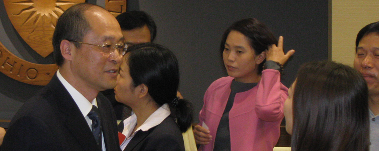 Kang Nian, vice president of Shanghai Normal University, meets with visiting students following a signing ceremony to renew the university's partnership with Kent State.
