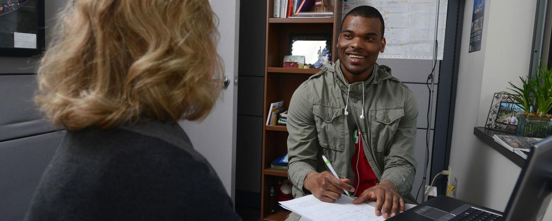 Student meeting with undergraduate advisor