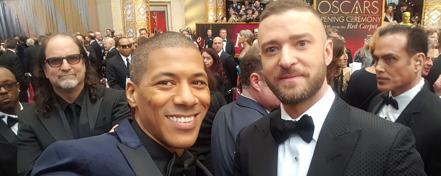 Alumnus Shannon LaNier, '03, snags a selfie with Justin Timberlake while covering the 2017 Oscars for Arise Entertainment360