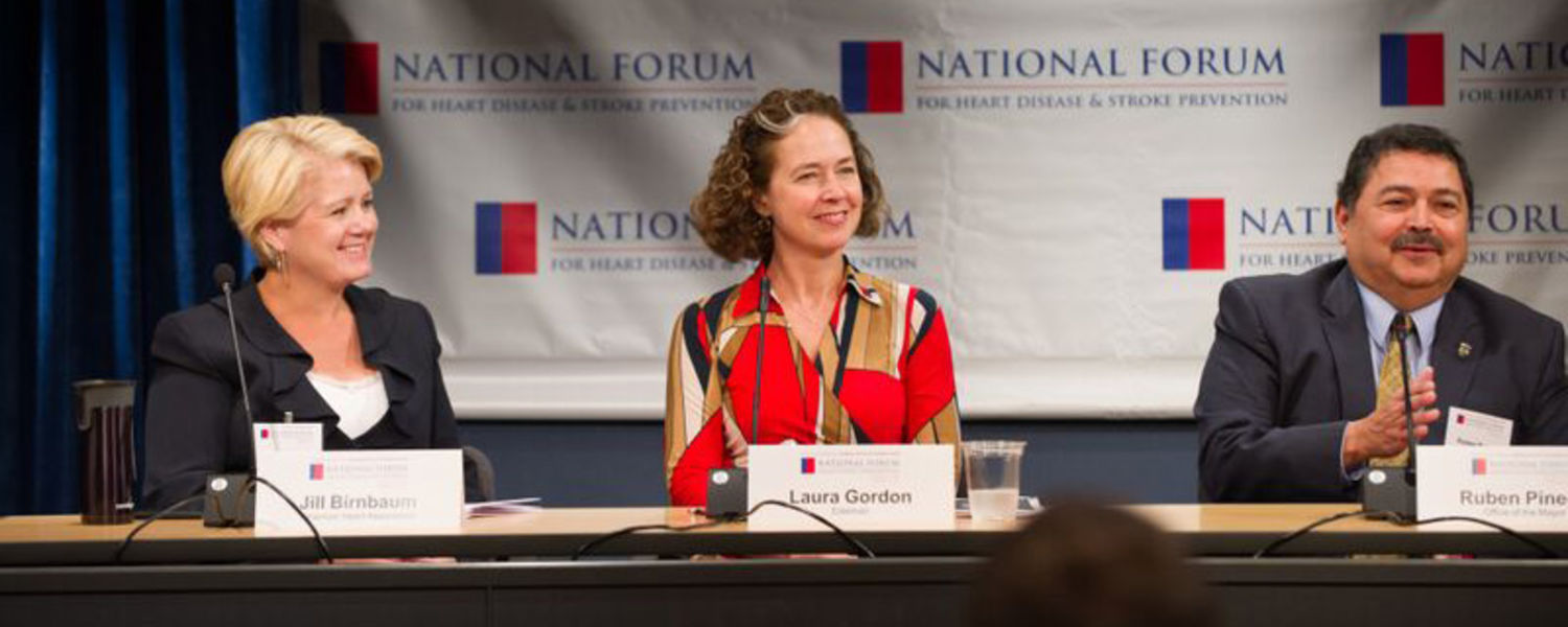 Alumna Laura Gordon, '87, general manager at Edelman and expert in health communications, presents at the annual meeting of the National Forum for Heart Disease and Stroke Prevention.