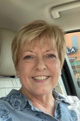 Cheryl Tennant Headshot