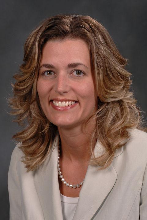 Jennifer Arnold, '95