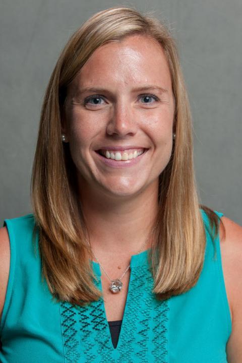 Mara Daiker's headshot