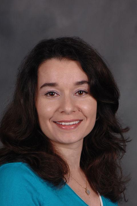 Headshot of Elena Novak
