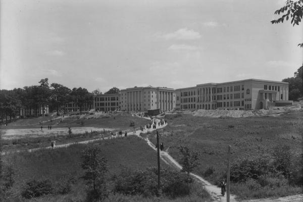 1a_Front Campus_1915.jpg