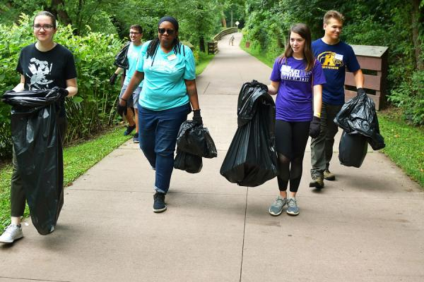 Kent State students pick up trash in a community service project
