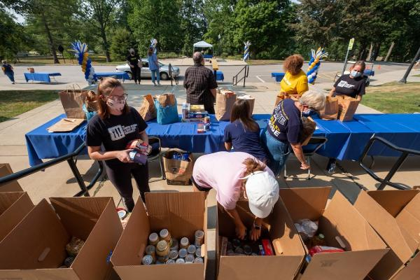 2020 Flashes Fighting Hunger Contactless Food Drive