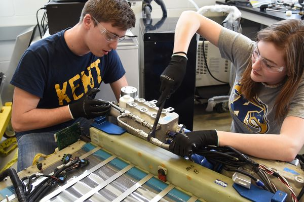 photo two students working in Fuel Cell lab