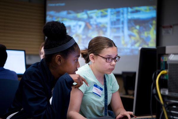 photo 2 girls attending Kent State STEM Camp