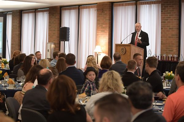 photo 2016 Vision 21 Awards Banquet Dean Sines speaking
