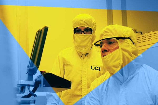 Scientists at Liquid Crystal Institute with Microscope