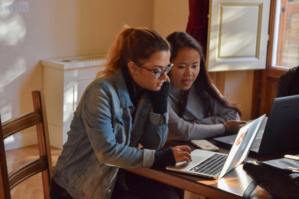 KSU students at lap top